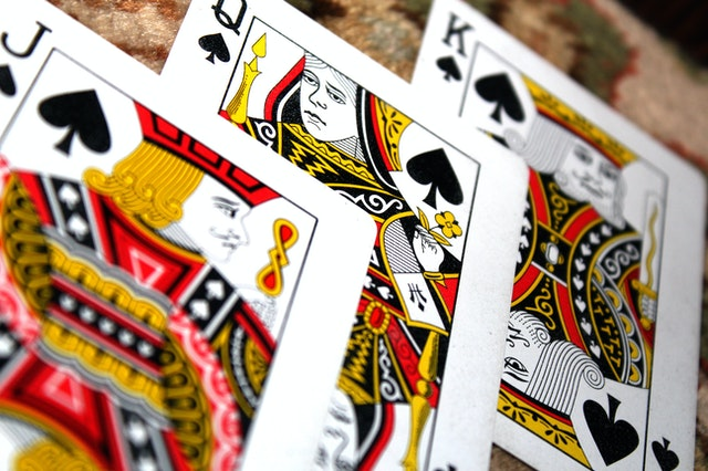What are the Perks of Online Casinos that Attract More Customers than Others?